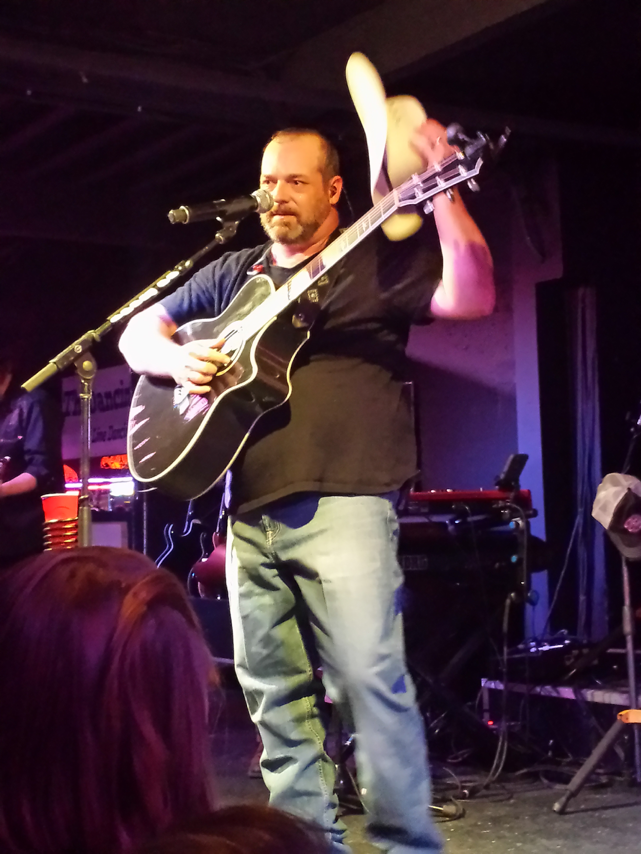Concert Review Chris Cagle Gets Back In The Saddle With
